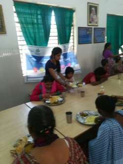 GIITian at Old Age Home serving food