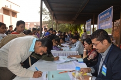 STUDENTS IN JOB FAIR AT REGISTRATION COUNTER